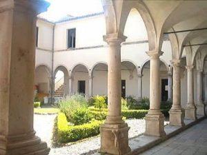Veduta del chiostro del convento di sant'Agostino a Padula