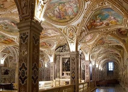 Interno della cripta del Duomo di Salerno dedicata a san Matteo