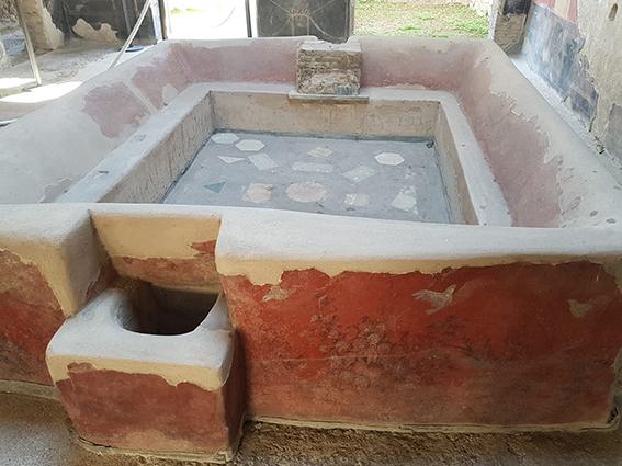 Vasca all'interno della fullonica Stephani a Pompei